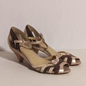 Frye Womens Metallic Sandals size 11